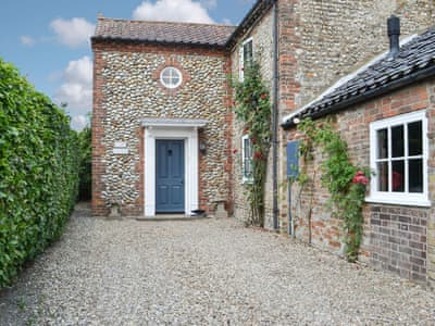 Charming and comfortable semi-detached holiday home | Storm Cottage, Langham, near Holt
