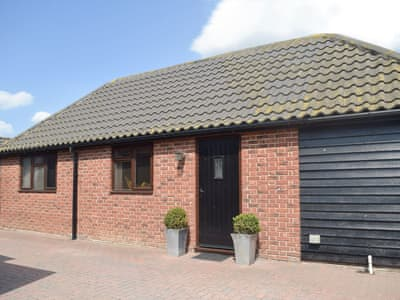 Lovely detached barn with hot tub | Carousel Cottage, Cantley, near Norwich