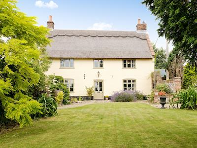 Charming, Grade II listed, thatched property | Low Farm Cottage, Blofield, near Norwich