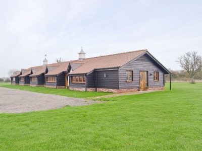 Exterior | Linley Farm Cottages - Meadow View Cottage, St Osyth