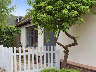 A delightful cottage within yards of the beach | Little Lodge, West Mersea, near Colchester