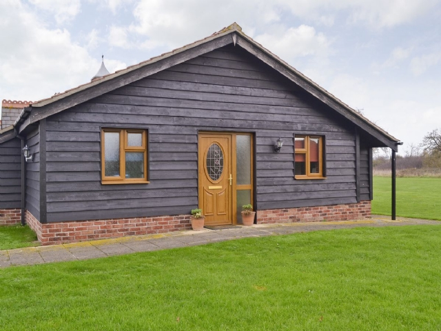 Exterior | Linley Farm Cottages - Orchard Cottage, St Osyth