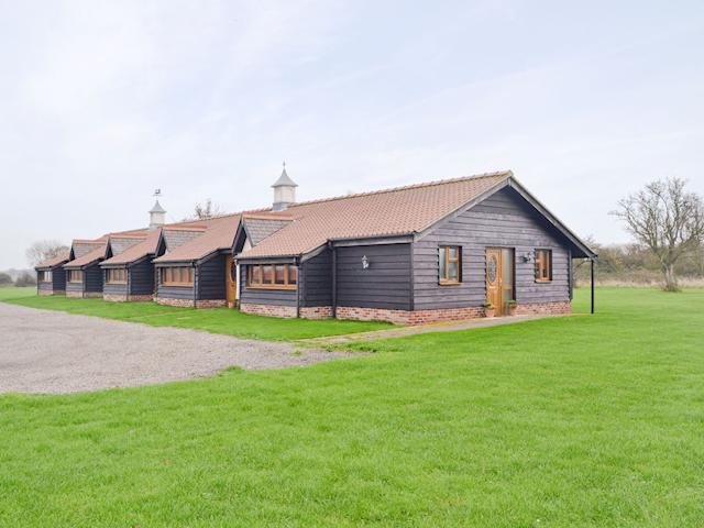 Exterior | Linley Farm Cottages - Pear Tree Cottage, St Osyth