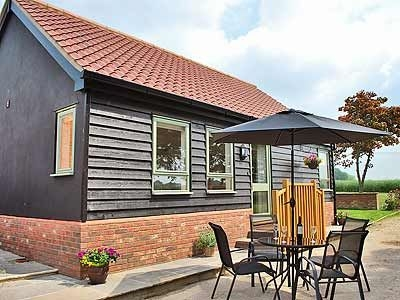 Exterior | New Waters Holiday Cottages - Chestnut Cottage, Wortham, nr. Diss