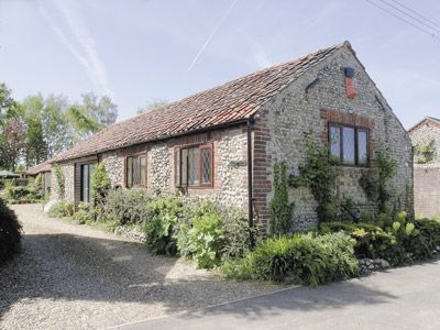 Exterior | Hunt Farmhouse - Hunt Cottage, Sharrington, nr. Holt