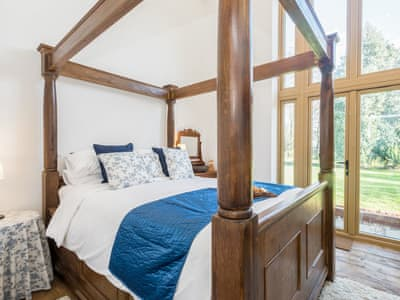 Wonderful four poster with king sized bed | The Dairy - Meadow Farm, Hickling