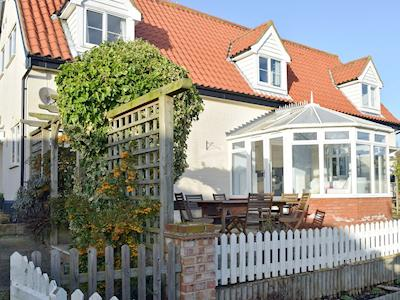 Attractive holiday home with conservatory and outdoor seating area | Granary Cottage, Tattingstone, near Ipswich