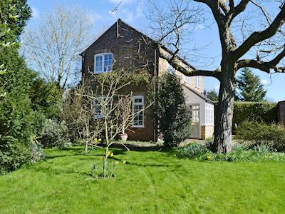 Large lawned garden | Beech View Cottage, Downham Market