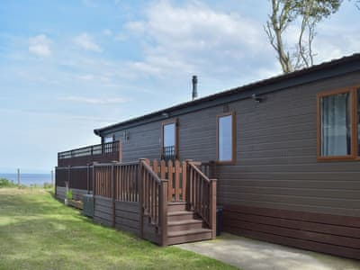 Delightful lodge style holiday cottage | Cliff View, Corton, near Lowestoft