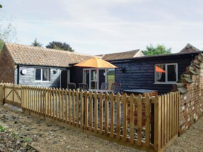 Attractive holiday home with enclosed patio area | Lakeview - Lodge Farm Holiday Barns, Bawburgh, near Norwich