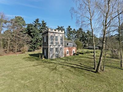 Historical, detached lodge | Falconer's Lodge, Thetford
