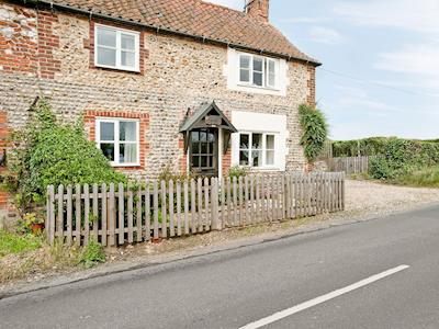 Delightful traditional holiday cottage | Little Pharaoh, North Creake
