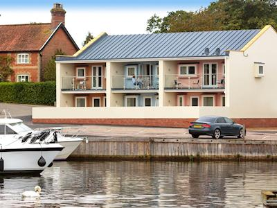 Beautiful contemporary apartment overlooking a private marina | Bewick Swan, Crested Grebe, Greylag Goose - The Riverviews, Wroxham, near Norwich