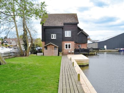 Wonderful holiday home in a delightful waterside setting | David's Island, Wroxham