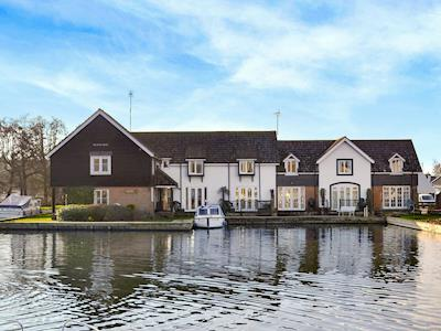 Fantastic riverside holiday home | Nightingale, Wroxham