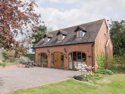 Attractive holiday home | Harvesters Motor House, Middletown, near Alcester