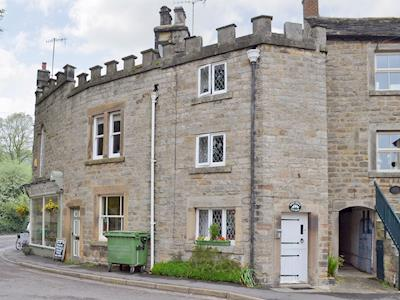 Characterful stone built holiday home | Goose Green Cottage, Baslow, near Bakewell