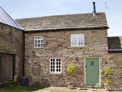 Characterful stone-built cottage | The Pig Sty - Green Farm Holiday Cottages, Cutthorpe, near Chesterfield