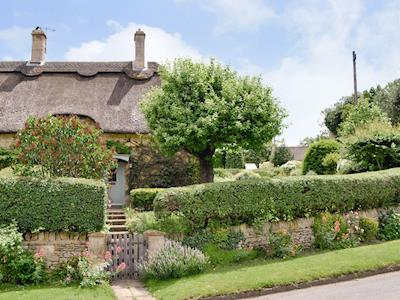 Lovely traditional thatched cottage with mature garden | Rose Cottage, Westington, Chipping Campden