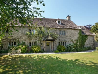 Big Holiday House In Cirencester With 5 Bedrooms For Rent