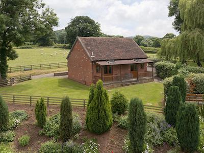 Characterful cottage in lawned garden | Parkers Lodge - Netherley Hall Cottages, Mathon, near Malvern