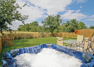 Hot tub | Clematis Cottage, Anderby, nr. Chapel St Leonards