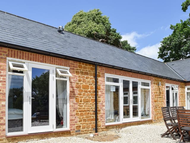 Delightful holiday property | Weaver's Retreat - Bay Tree Cottage Accommodation, Farthingstone, near Towester