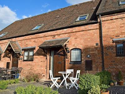 A delightful holiday cottage in a private courtyard | Batsford Cottage, Willicote, near Stratford-upon-Avon