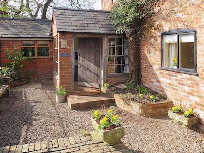 The gravelled approach to the charming brick-built cottage | The Coach House - Berrington House, Tenbury Wells