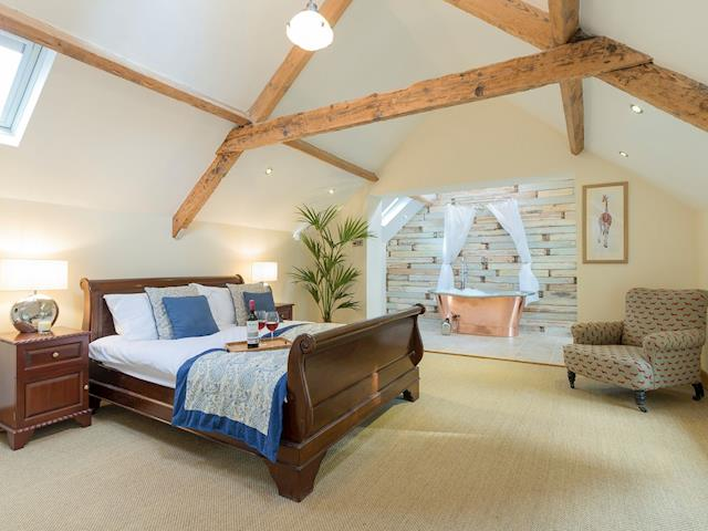 Spacious bedroom with double sleigh bed and en-suite | The Coach House, Riding Mill, near Corbridge