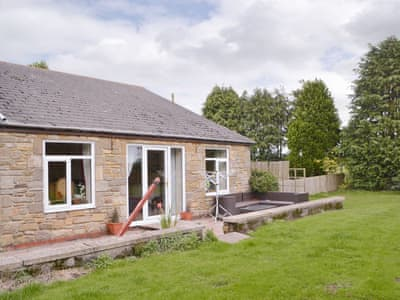 Attractive holiday home | Dove Cottage - Railway Cottages, Acklington, near Amble