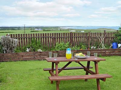 Garden with magnificent views along the coast | Faollin, Cresswell