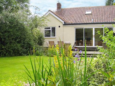 Large lawned garden | Alcedine, Darras Hall, near Ponteland