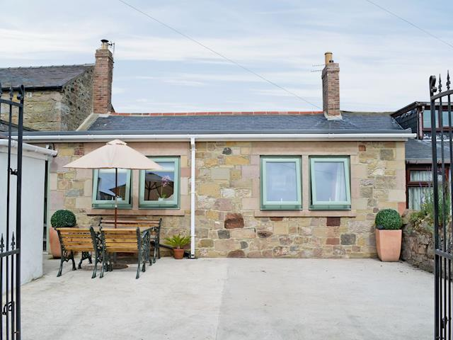 Lovingly restored, single storey cottage | Farne Cottage, Seahouses
