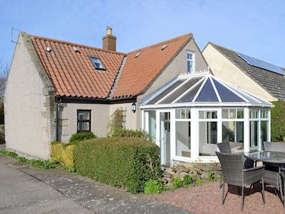 Attractive holiday home with conservatory | Westview Cottage, Seahouses