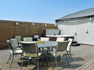 Fabulous outdoor area with private hot tub | Invergordon, Pilling