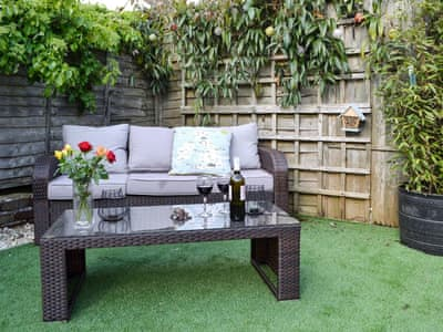 Sitting out area | Kingfisher Cottage, Worthing