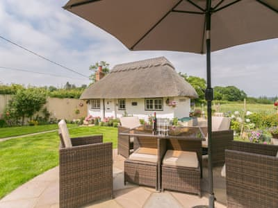 Delightful, chocolate box, thatched cottage | Brittons Hill Cottage, Kenardington, near Ashford