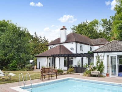 Welcoming, detached family home with pool | Arnewood Corner, Sway, near Lymington
