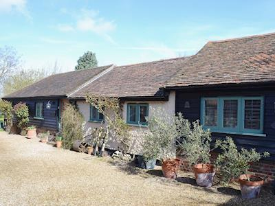 Single storey period property with luxurious furnishings in an idyllic English countryside setting | The Stables - Canterbury Cottages, Shatterling, near Canterbury