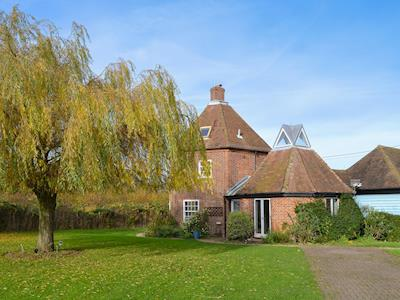 Extremely attractive Grade II listed detached holiday home | Willow Tree House - The Dovecote, Staple, near Wingham