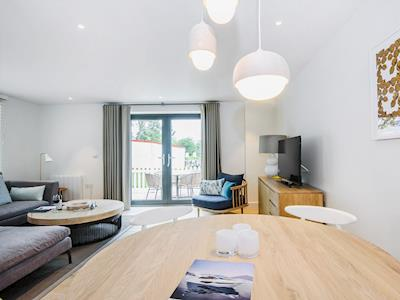 Contemporary open plan living space | Number 2 - The Salterns, Chichester Marina