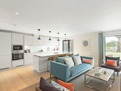 Stylish, contemporary open plan living space | The Salterns - Number 3, Chichester Marina