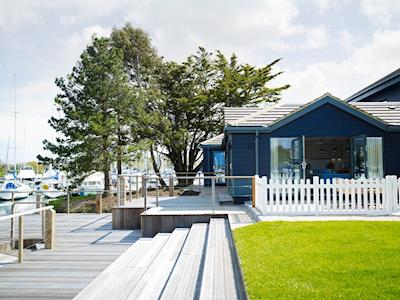 Stylish holiday home with balcony overlooking marina | Number 5 - The Salterns, Chichester Marina