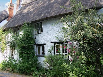 Quaint stone-built thatched cottage in the Wiltshire countryside | Green Willows, Orcheston, near Salisbury