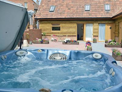 Attractive barn conversion | Homestead Stables Holiday Cottages - Otis Tarda - Homestead Stables Holiday Cottages, Market Lavington, near Devizes