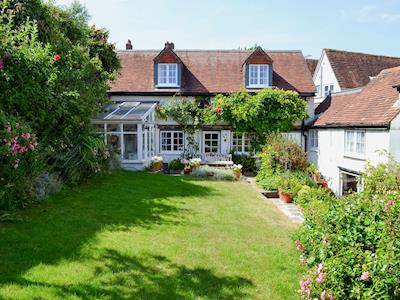 Quirky, cosy, semi-detached cottage | Cottage By The Quay, Lymington