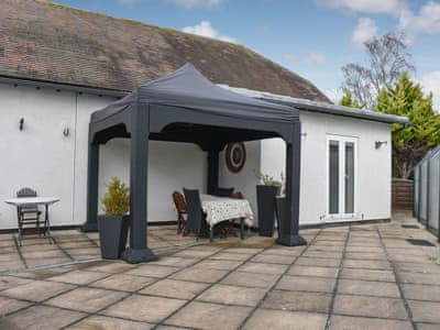 Enclosed outdoor space | Alpaca Lodge, Borden, near Sittingbourne