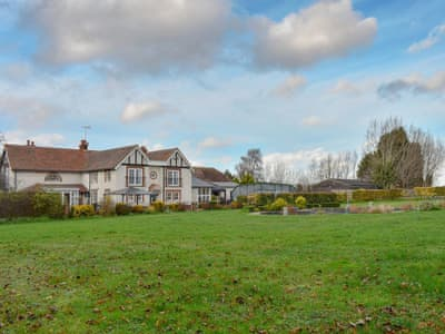 Stunning detached property in large grounds | Fifield Lodge, Borden, near Sittingbourne