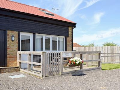 Lovely holiday property with enclosed decked area at front | The Cart Lodge - Romney Cottages, Peasmarsh, near Rye